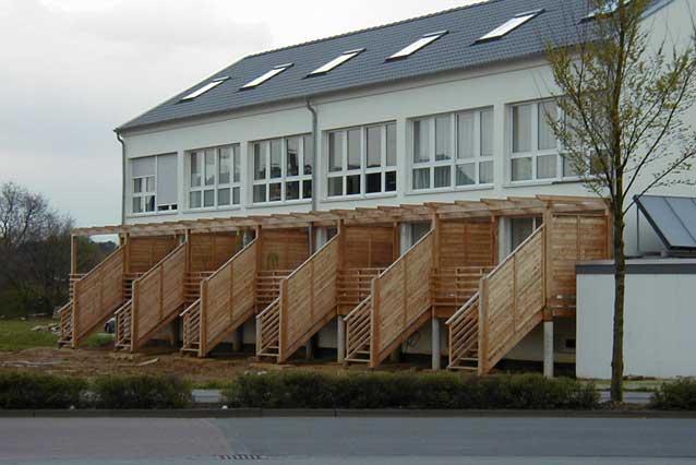 Holzbau - exklusive Balkone mit Treppe