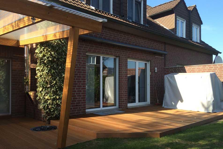 Holzbau - Holzterrasse mit Überdachung