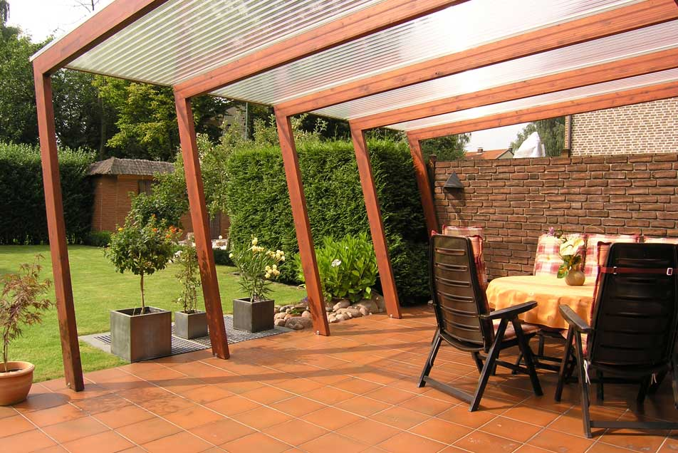 Holzbau - individuelle Terrassenüberdachung